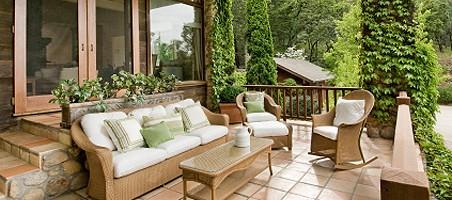 Balkon für den Frühling fit machen